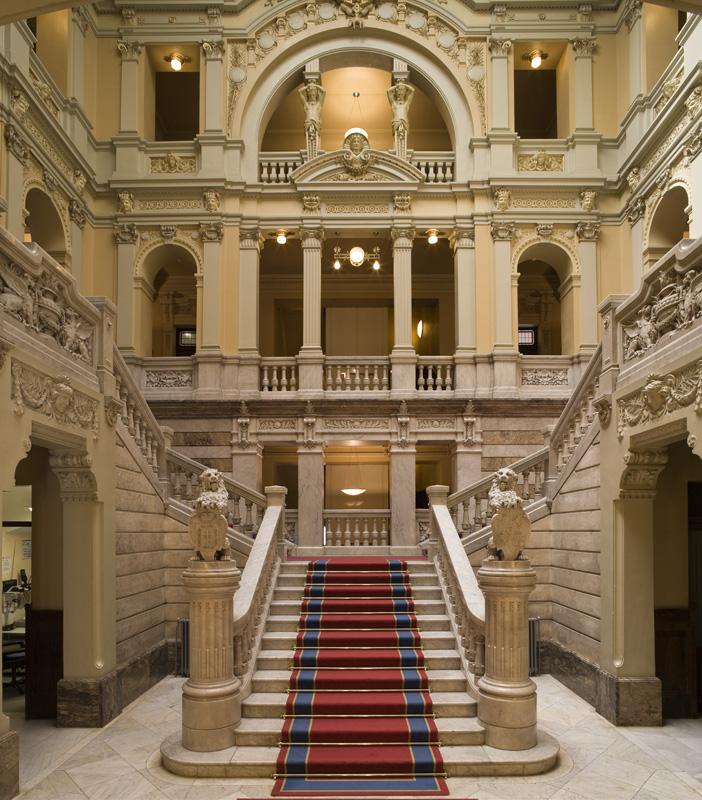 Escalinata del patio (Palacio)