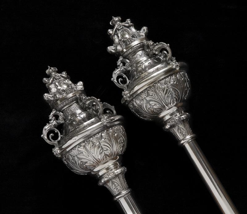 Mazos ceremoniales de metal (detalle)