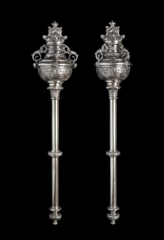 Mazos ceremoniales de metal